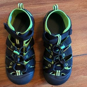 🆕❤️Keen Water Shoes Size 5